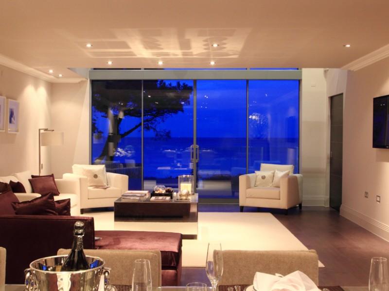 Lounge Night
